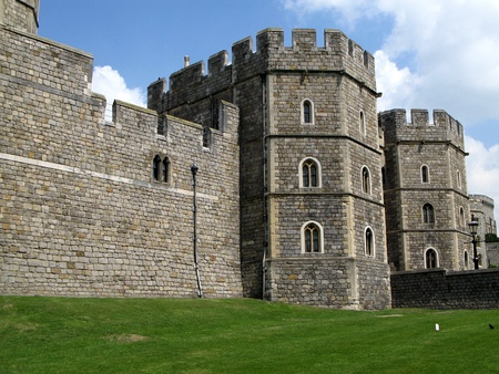 crenelation: Windsor, England, June 2007 - Exterior castle wall of Windsor Castle