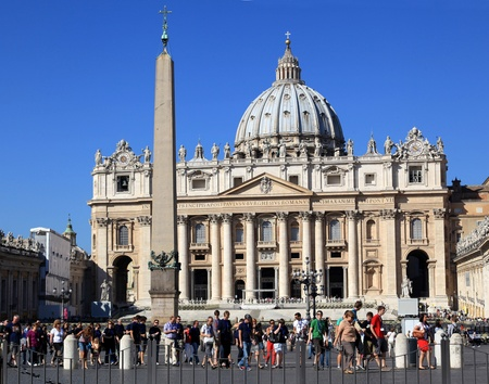 Rome, Italy, October 2011 - crowd of visitors in front of  St. Peter Stock Photo - 10950738