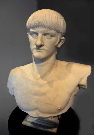Řím, Itálie, říjen 2011 - Busta císaře Nerona