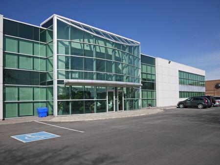 2012 年 4 月 - トロント、カナダ現代低層のオフィスビル 報道画像