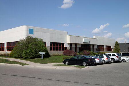 ハイテク業界向けアナーバー、ミシガン州、2010 年 4 月の近代的なオフィスビル