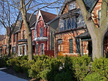 house gables: viejas casas con gabletes, Toronto, 2010