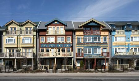 row houses: case a schiera colorate, Cape Cod, 2009 Editoriali