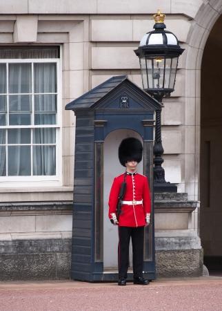 buckingham palace: Buckingham Palace Guard, London, August 2013 Editorial
