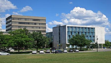 郊外のオフィスの建物、ミシガン州 2014
