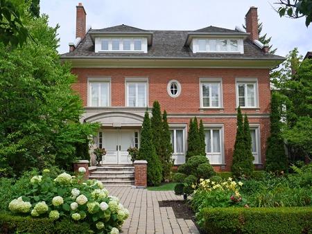 dormer: Casa grande con ventanas abuhardilladas, Pennsylvania, 2014