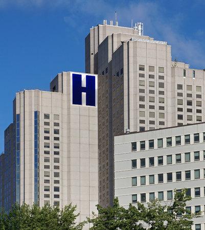 window treatments: large modern hospital building, Canada, 2015