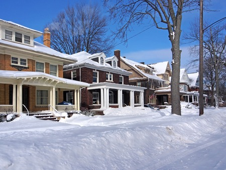rue résidentielle en hiver Banque d'images
