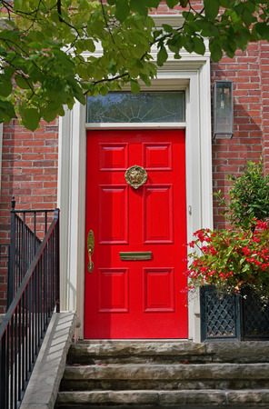 bright red front door of house Stockfoto