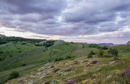 山紫夕焼け空クリミア半島花丘夏の風景上の雲