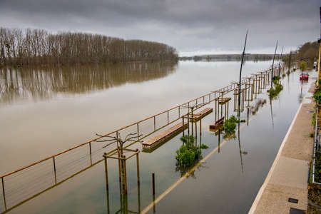 LANGOIRAN, FLOODING OF THE LANGOIRAN QUAYS, RISE OF WATERS FROM THE GARONNE RIVER, MARCH 2020, OVERFLOW OF PITS