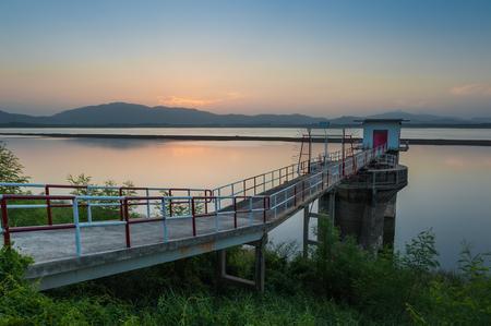 bomba de agua: Bomba de agua de Vivienda en Bangphra Embalse
