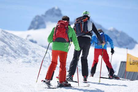 Ski tourers in the Krippenstein Dachstein ski area (Obertraun, Salzkammergut, Gmunden District, Upper Austria, Austria)