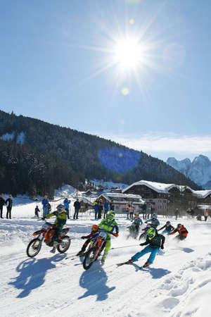 Skijoring in Gosau (Gmunden District, Salzkammergut, Upper Austria, Austria) Editoriali