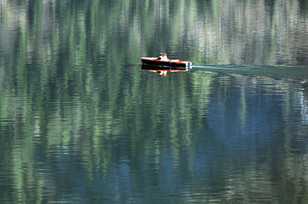 A boat on Lake Hallstatt in the Salzkammergut, Austria, Europe Standard-Bild