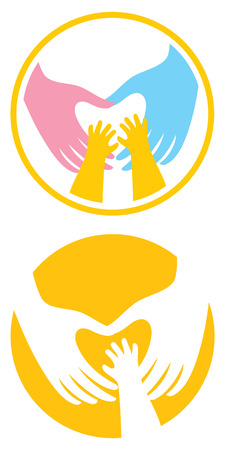 Masculino, femenino y las manos del niño crean una forma de corazón.
