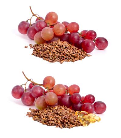 Piedras de racimo de uva y aislados en un fondo blanco Foto de archivo - 22983000