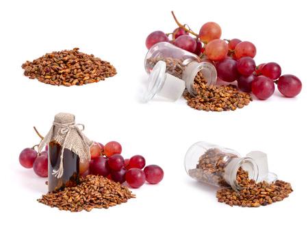 Pierres de raisin et grappe isolée sur un fond blanc Banque d'images - 22983002