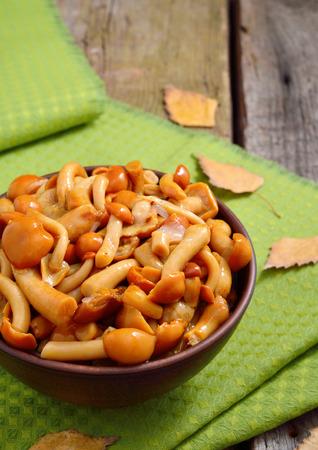 delikatesse: Marinaded mushrooms