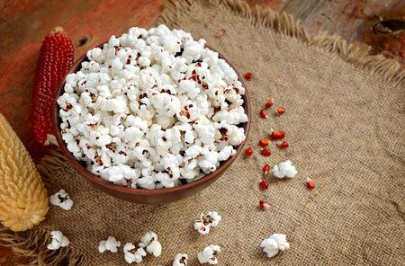 popcorn bowls: Bowl of popcorn with corncob.