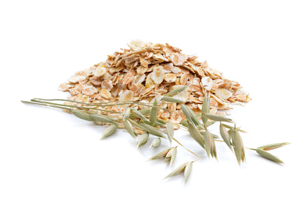 avena en hojuelas: Oat flakes with herb. Isolated on white background.