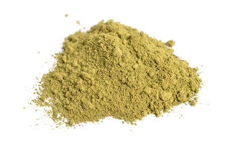 Henna-Pulver. Auch bekannt als mailanchi auf Malayalam, mehndi auf Hindi und Hinah auf Hebräisch, Pflanze Lawsonia inermis, Hina Henna-Baum oder der Mignonette-Baum und der ägyptische Liguster. Isoliert