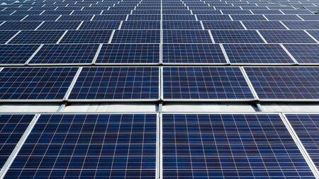 Bereich der Sonnenkollektoren auf einem Dach Standard-Bild