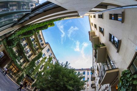 property berlin: mit Fisheye fotografierte Hausfassaden in den Hakeschen Höfen in Berlin, Deutschland