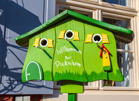 maison oiseau: maison d'oiseau vert Banque d'images