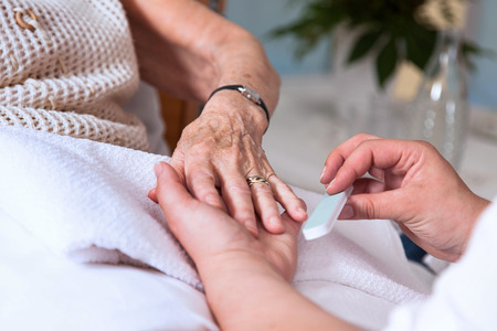 the elderly caregivers: Cosmetics at the hands of a senior