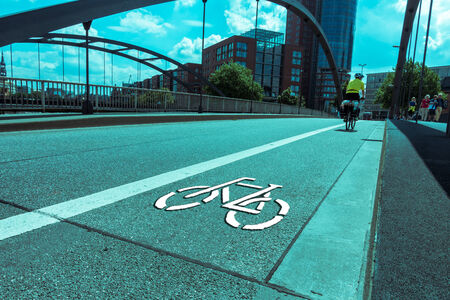 use regulation: Thoroughfare for cyclists