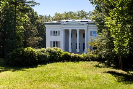 family owned: Villa im Park