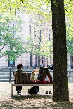 gartenanlage: Break in Berlin boulevard Unter den Linden