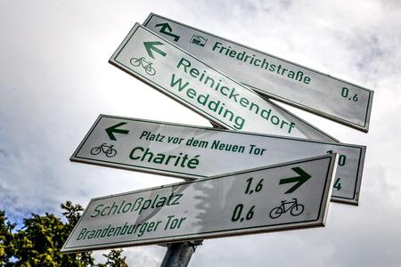 Wegwijzers voor fietsers in Berlijn