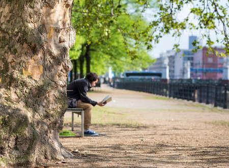 gartenanlage: man reading in the park