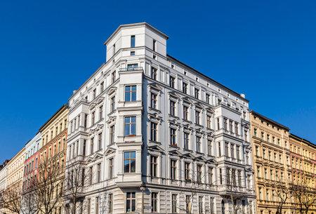 tenement: Eckhaus in Berlin Editorial