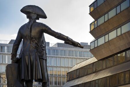 keith: Statue des Preussen Jakob von Keith am Zietenplatz in Berlin Mitte