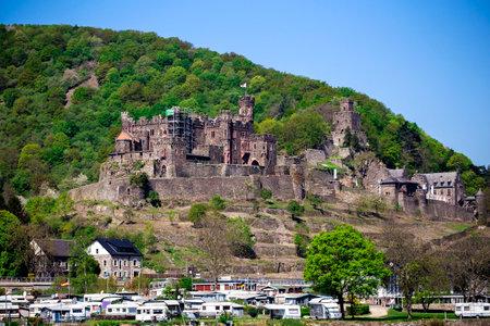 rheintal: Burg Reichenstein in Upper Middle Rhine Valley in Trechtingshausen, Rhineland-Palatinate, Germany