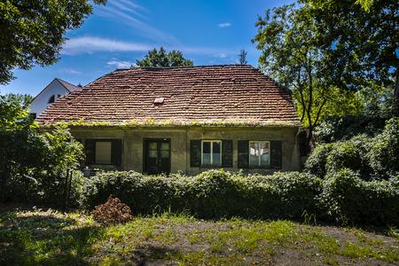 orphaned: abandoned farm house