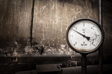 Manometer bij een oude stoomboiler