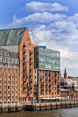 historically: Hamburg at the port