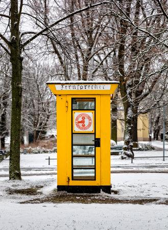 cabina telefono: una cabina telefónica histórico en Berlín