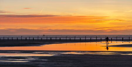 Sonnenuntergang  Standard-Bild - 57025765