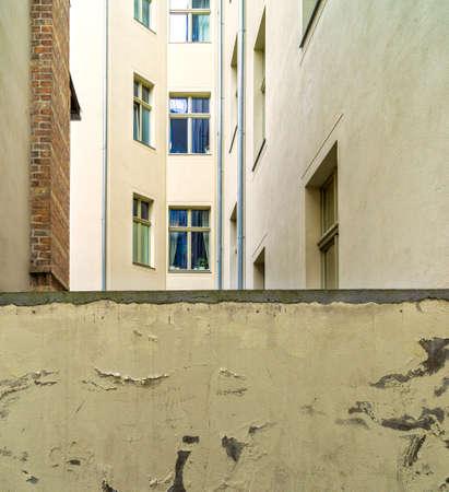 ein Hinterhof in Berlin Standard-Bild