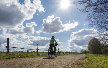 reisen: biker on a dirt road
