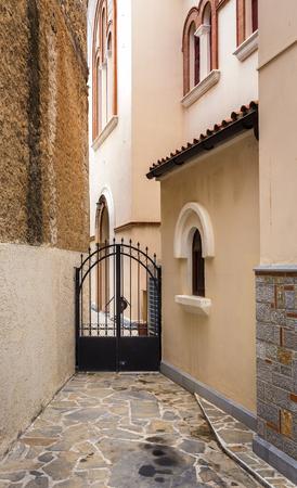 impasse: narrow entrance