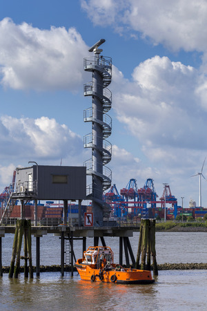 Radar on the Elbe to the entrance to the Port of Hamburg