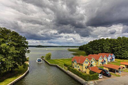 Cottage-Bereich Standard-Bild - 71795706