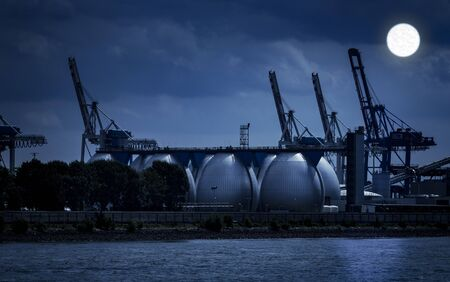 Haven van Hamburg in de nacht