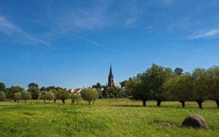 Dorfkirche Standard-Bild - 92574428